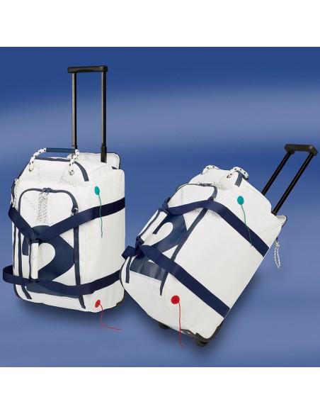 <p>Deze zeildoek vliegtuigtrolley heeft de juiste maten om mee te kunnen nemen als handbagage in de cabine van het vliegtuig! Ideaal bij kleine reisjes of weekend trips! De vliegtuigtrolley is gemaakt van zeildoek en heeft wielen om hem gemakkelijk mee te nemen. De Sea Fly zeildoek vliegtuigtrolley is van het merk Trend Marine. <br /><strong>Afmetingen:</strong> 50 x 30 x 25 cm<strong>I</strong><strong>nhoud: </strong>ca. 25 liter<strong> Kleur:</strong> wit / navy</p>