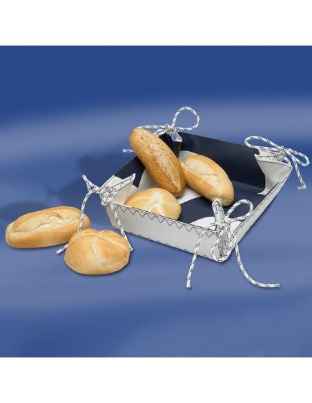 <p>Met dit leuke en originele zeildoek broodmandje steel je de show met het ontbijt of de lunch! Het zeildoek broodmandje heeft nautische elementen, zoals het zeilcijfer aan de binnenkant en het zeilkoord en het mandje hoort tot de zeildoek tassen serie van Trend Marine. Het zeildoek broodmandje is ook nog eens gemakkelijk schoon te houden.<br /><strong>Afmetingen:</strong> 25 x 25 x 7 cm <strong>Kleur:</strong> wit / navy</p>