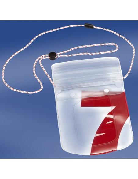 <p>De Sea pouch van Trend Marine is een waterdichte hoes speciaal voor je telefoon! Extra handig voor op zee, strand, zwembad etc. De hoes kan door het koord met veiligheidssluiting handig om je nek gedragen worden. Deze Sea Pouch is gemaakt van pvc hierdoor kun je je telefoon in de hoes gewoon blijven gebruiken. <br /><strong>Afmetingen:</strong> 14 x 17 cm <strong>Kleur:</strong> rood</p>