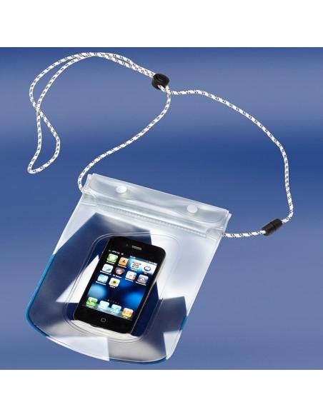 <p>Deze Sea Pouch waterdichte telefoonhoes is super handig voor op zee, strand, zwembad en nog veel meer! De telefoonhoes is tevens te gebruiken als hij in de pouch zit! Dat komt door het pvc waarvan hij is gemaakt. Deze hoes is mooi afgewerkt met de bekende ontwerpen van Trend Marine zeildoek tassen en bevat een koord voor om de nek met veiligheidssluiting. <br /><strong>Afmetingen:</strong> 14 x 17 cm <strong>Kleur:</strong> navy</p>