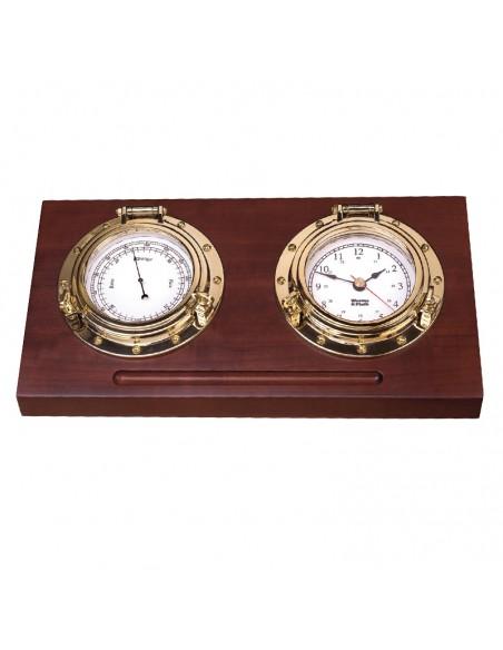 <p>Deze klokkenset voor op je bureau is toch geweldig als cadeau!? De W&P klokkenset bestaat uit een quartz klok met Arabische witte wijzerplaat en een barometer met hPa/mm indeling. Daarnaast is de Porthole klokkenset van het merk Weems & Plath gemaakt van Amerikaans hardhout met een mooie mahonie finish en koper. <br /><strong>Afmetingen:</strong> 25,91 x 13,21 x 5,59 cm <strong>Materiaal:</strong> koper / Amerikaans hardhout</p>