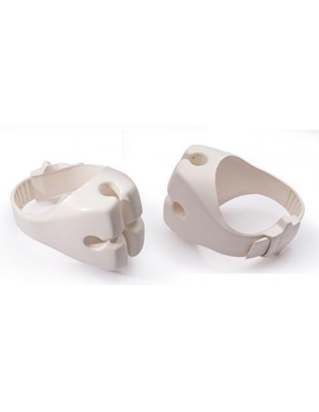 <p>Zeer handzame Clip-On reddingsboei houder van Ocean! De houder werktuitermate handig aan boorden is zeer gemakkelijk te bevestigen, waar je ook maar wilt! Dit product is tevens gemaakt van stevig en flexibel polyurethaan, watzorgt voor eengoede bescherming en delange levensduur van deze reddingdboei houder. <br /><strong>Afmetingen:</strong> 14 x 13 x 6 cm <strong>Kleur:</strong> wit</p>
