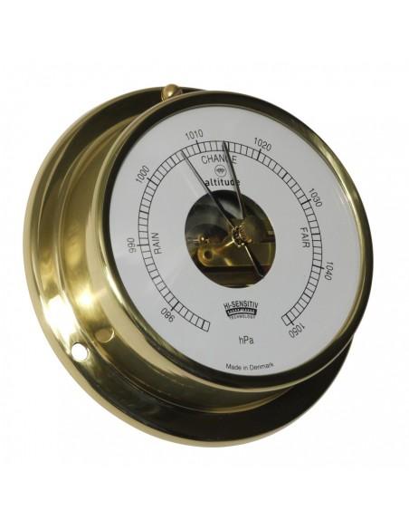 <p><span>Een messing scheepsbarometer met klassiek uiterlijk van het merk Altitude. Door de messing behuizing kan de barometer gemakkelijk opgehangen en vastgemaakt worden op verschillende plekken in jou boot. Deze barometer is een Engelse uitvoering en heeft maar liefst 3 jaar garantie vanaf de aankoopdatum! </span><br /><strong>Afmetingen:</strong><span> </span><span>97mm doorsnee / 30 mm diepte</span> <strong>Materiaal:</strong> messing / acryl glas (pmma)</p>