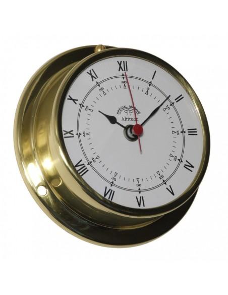 <p><span>Een messing scheepsklok welke is voorzien van een quartz uurwerk. Door de messing behuizing van hoge kwaliteit kan deze klok gemakkelijk en stevig opgehangen of vast gemaakt worden. De wijzerplaat is voorzien van zwarte Romeinse cijfers, zwarte wijzers en een rode secondewijzer. </span><br /><strong>Afmetingen: </strong><span>97mm doorsnede / 30 mm diepte <strong>Materiaal:</strong> messing / acryl glas (pmma)</span></p>