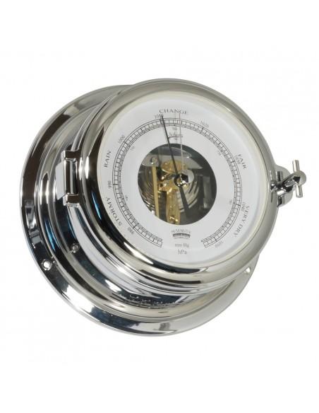 <p>Wat deze barometer zo speciaal maakt is de open wijzerplaat, hierdoor kun je een stukje van de binnenkant van de barometer bekijken. Deze barometer hoort tot de Midi 155 serie van het bekende merk Schatz en beschikt over een hPa/mm indeling. De barometer is gemaakt van verchroomd messing met witte wijzerplaat. <br /><strong>Afmetingen:</strong> 155 mm doorsnede / 70 mm diepte <strong>Materiaal:</strong> verchroomd messing</p>