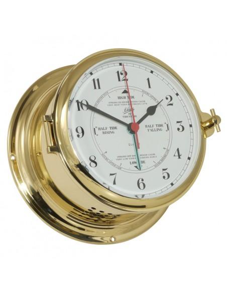 <p>Deze quartz klok beschikt over een getijden uurwerk met mooie witte Arabische wijzerplaat! Verder is de quartz klok gemaakt van prachtig glanzend messing en heeft een patrijspoort aan de zijkant voor makkelijke toegang. Deze Royal 180 quartz klok is van het bekende merk Schatz 1881 tegenwoordig gemaakt in Denemarken. <br /><strong>Afmetingen:</strong> 180 mm doorsnede / 100 mm diepte <strong>Materiaal:</strong> glanzend messing</p>