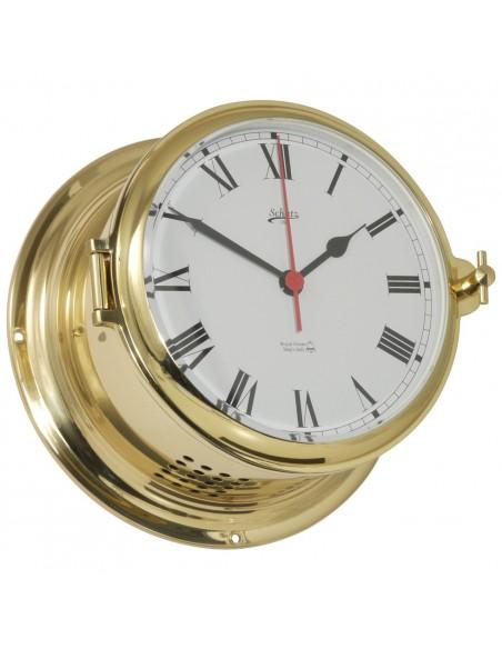 <p>Deze quartz klok met glazen slaand beschikt over een Romeins uurwerk met witte wijzerplaat, verder is de quartz klok gemaakt van een hoge kwaliteit glanzend messing met patrijspoort voor gemakkelijke toegang. De quartz klok behoord tot de Royal 180 collectie van het prachtige merk Schatz 1881. <br /><strong>Afmetingen:</strong> 180 mm doorsnede / 100 mm diepte <strong>Materiaal:</strong> glanzend messing</p>