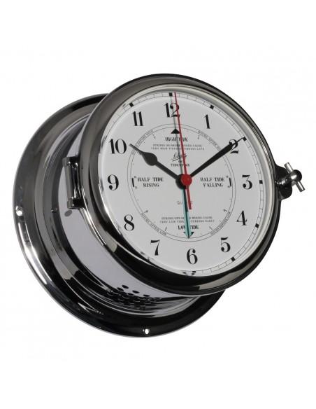 <p>Zeer elegante quartz klok met getijden uurwerk op een Arabische witte wijzerplaat. De quartz klok is gemaakt van verchroomd messing en heeft een patrijspoort aan de zijkant voor makkelijke toegang tot de wijzerplaat. Deze quartz klok komt uit de Royal 180 serie van Schatz 1881 bekend om hun goede kwaliteit! <br /><strong>Afmetingen:</strong> 180 mm doorsnede / 100 mm diepte <strong>Materiaal:</strong> verchroomd messing</p>