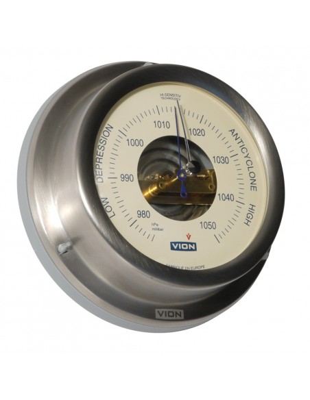 <p><span>Deze Vion barometer heeft prachtig klassiek een klassiek ontwerp door de creme kleurige wijzerplaat. Een prachtige barometer van de Deense fabrikant Delite en is zeer nauwkeurig uit te lezen ±5hPa millibar! <br /></span><strong>Afmetingen: </strong>129 mm doorsnede / 40 mm diepte <strong>Materiaal:</strong> geborsteld rvs / acryl glas</p>